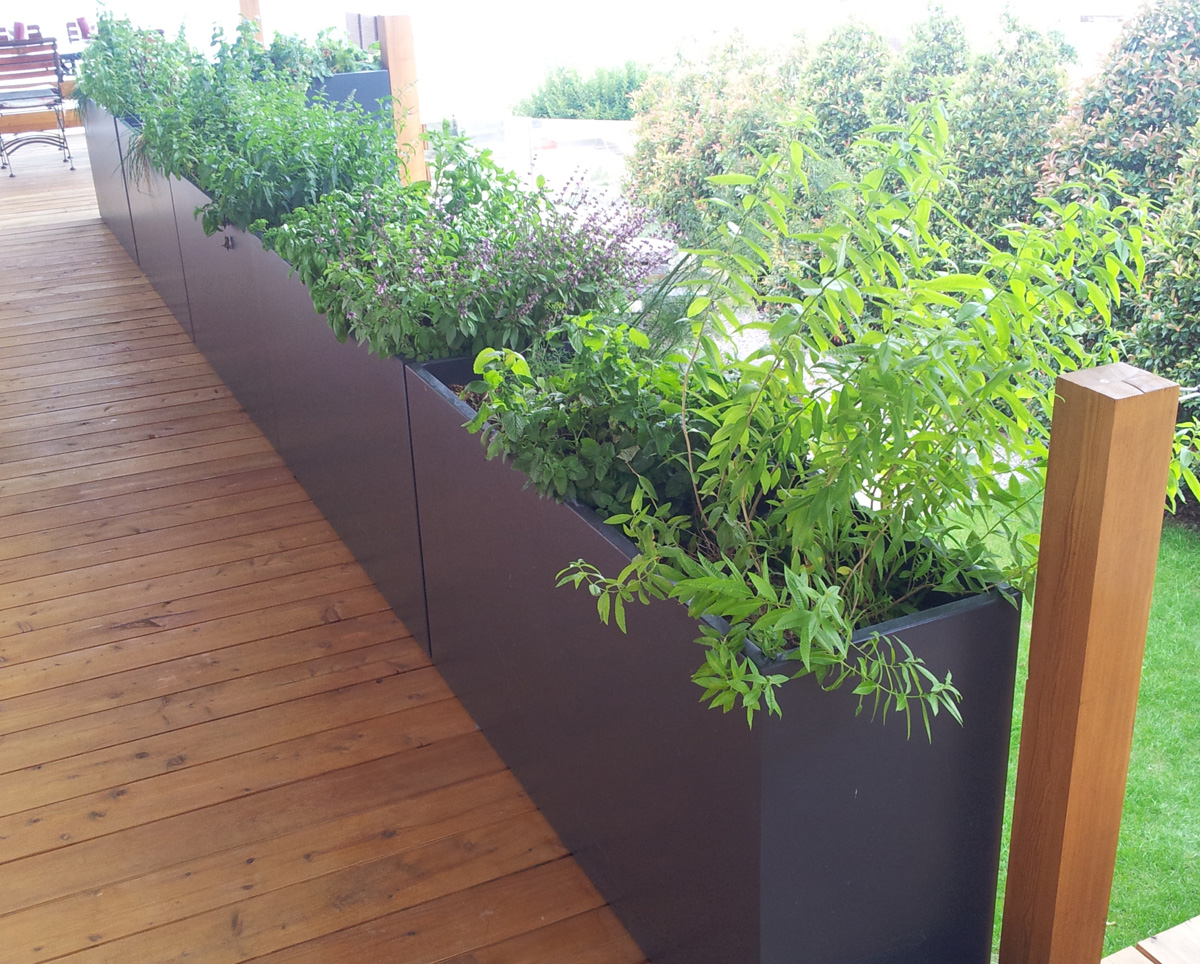 jardini res sur mesure image 39 in am nagement balcon terrasse suisse. Black Bedroom Furniture Sets. Home Design Ideas