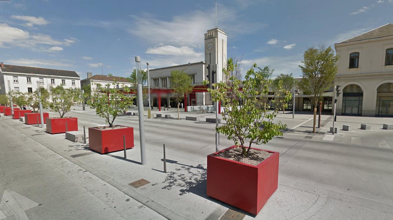 Steelab grand bac arbre cubique en t lerie pour mobilier urbain - Bac a arbre ...