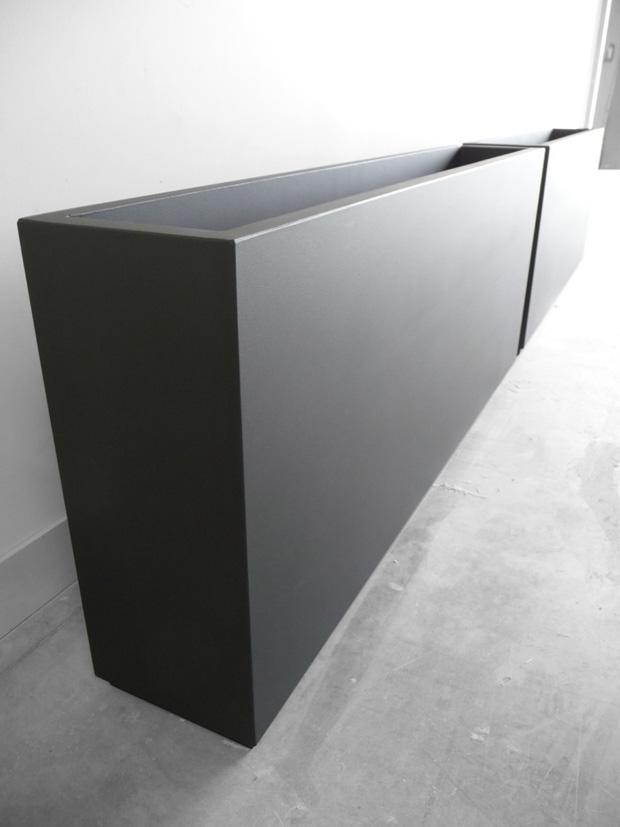 planter made to measure fine and slender shape in black. Black Bedroom Furniture Sets. Home Design Ideas