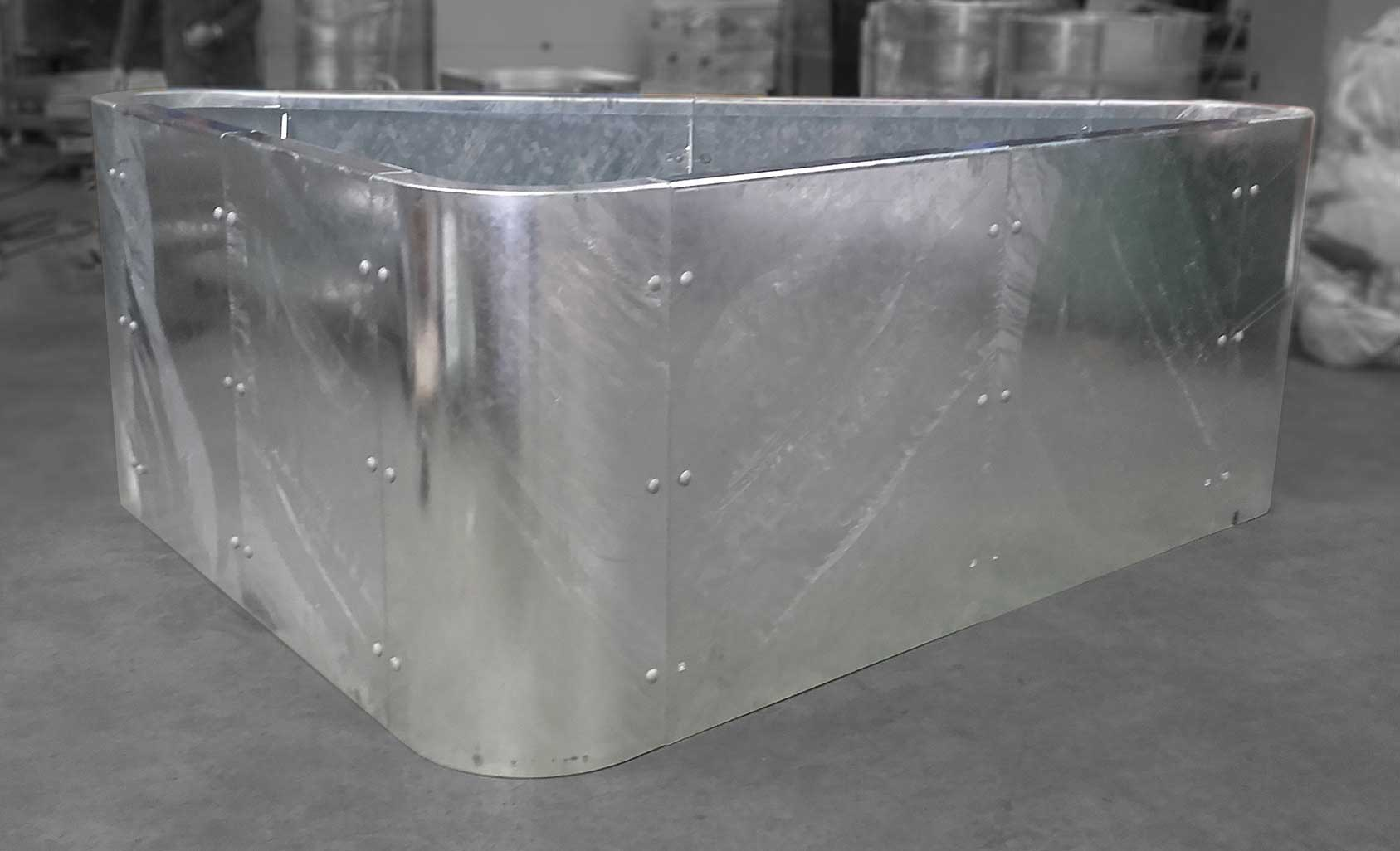 XXL planters in galvanized steel to emble - ATELIER SO ... on