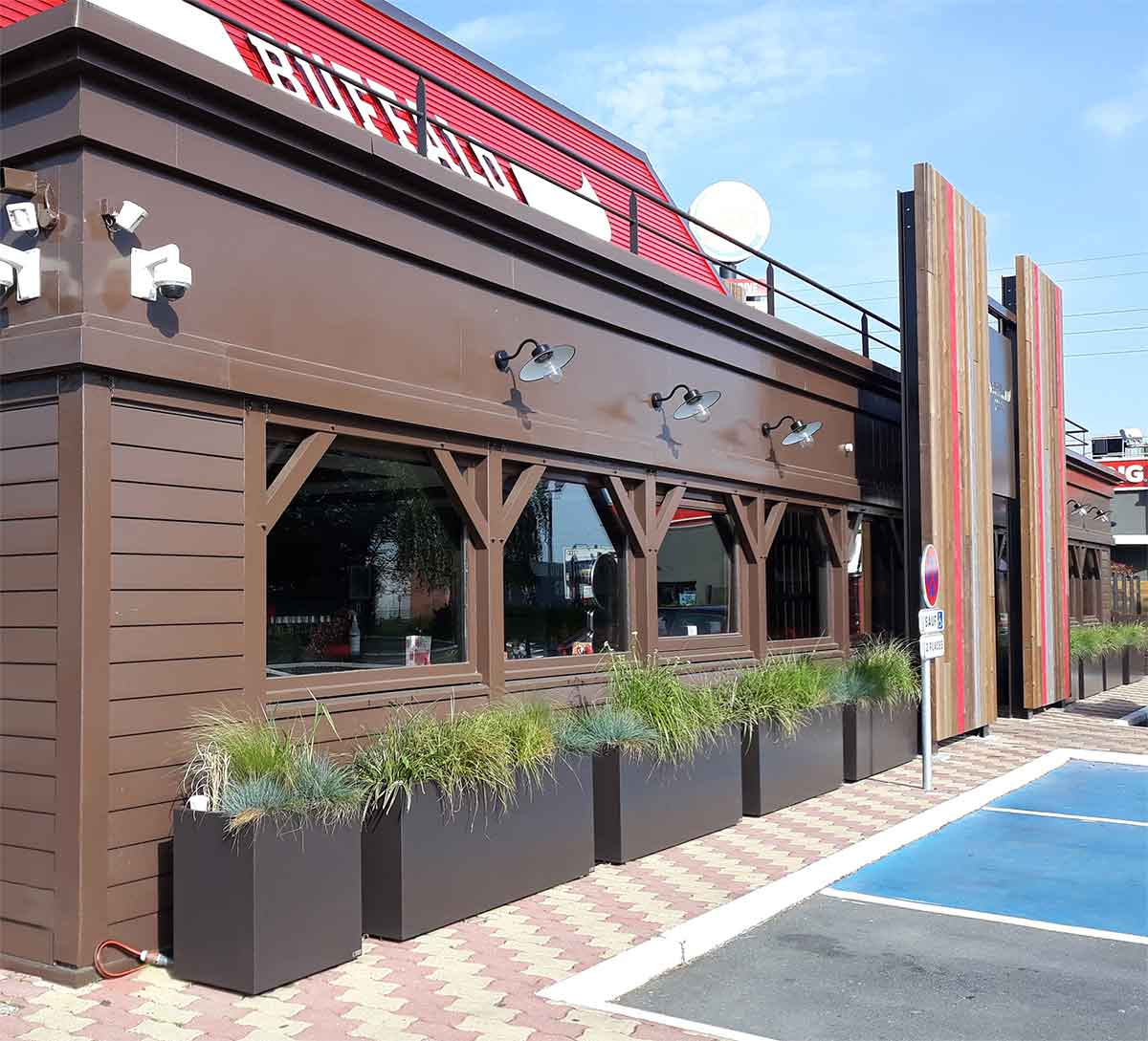 JARDINIERE IMAGE'IN POUR RESTAURANT BUFFALO GRILL